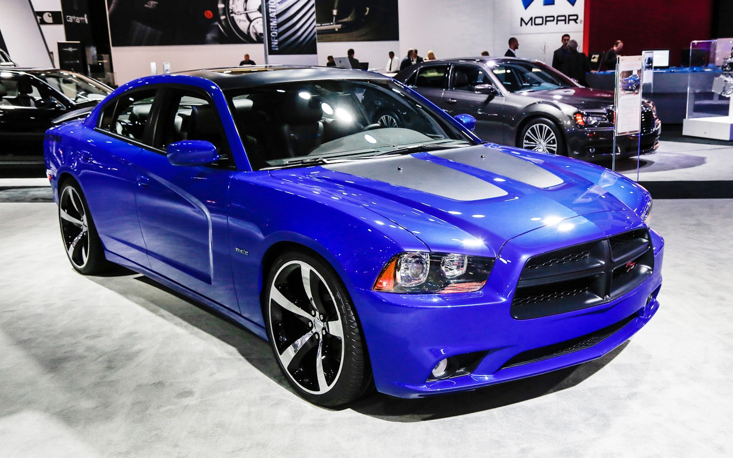 2013 dodge charger r t dressed up in new daytona package. Black Bedroom Furniture Sets. Home Design Ideas