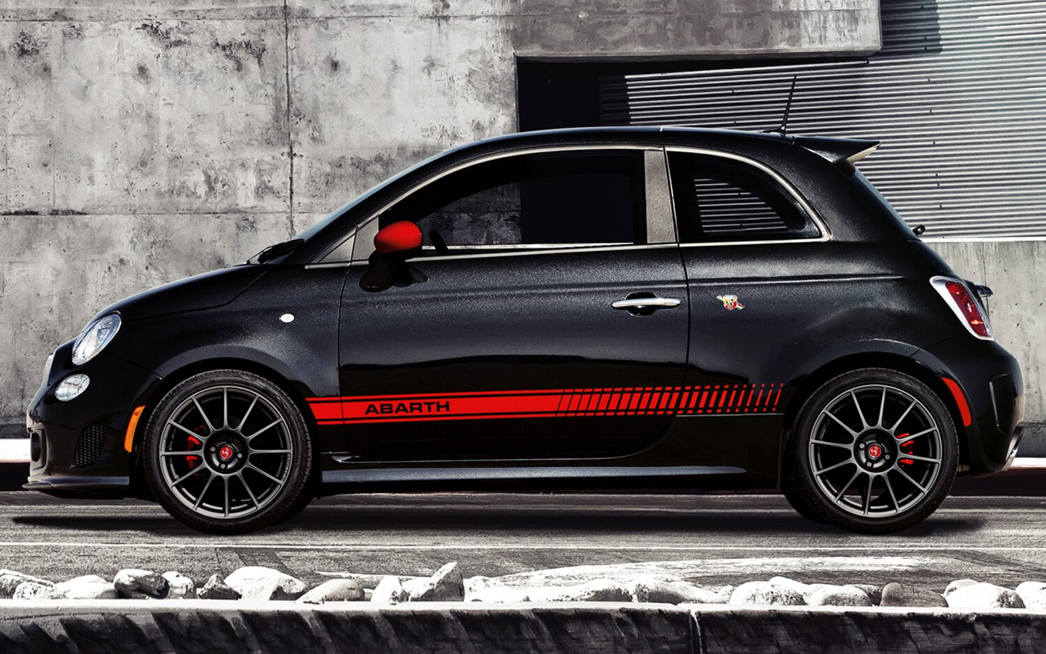 2013 Fiat 500 Abarth Side View1