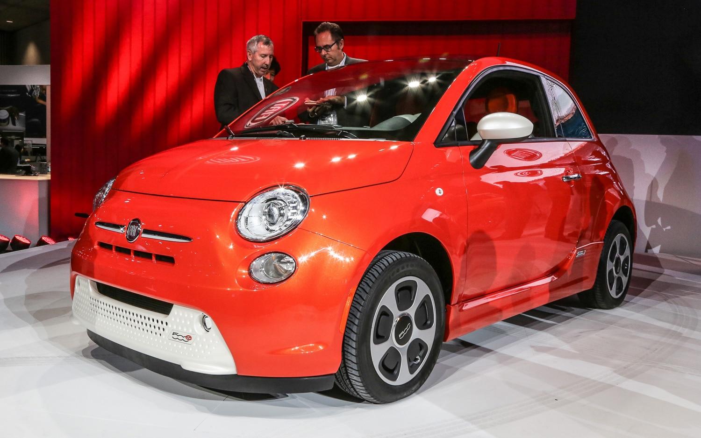 2013 Fiat 500e Front Three Quarter1