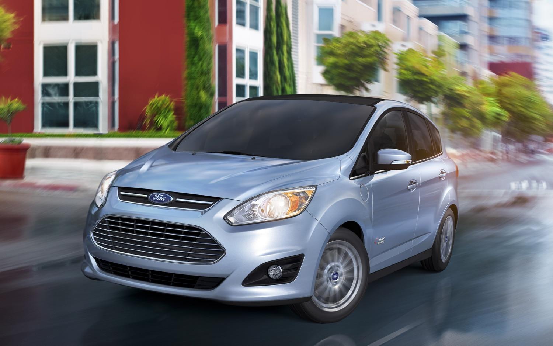 2013 Ford C Max Energi Front Three Quarter Motion1
