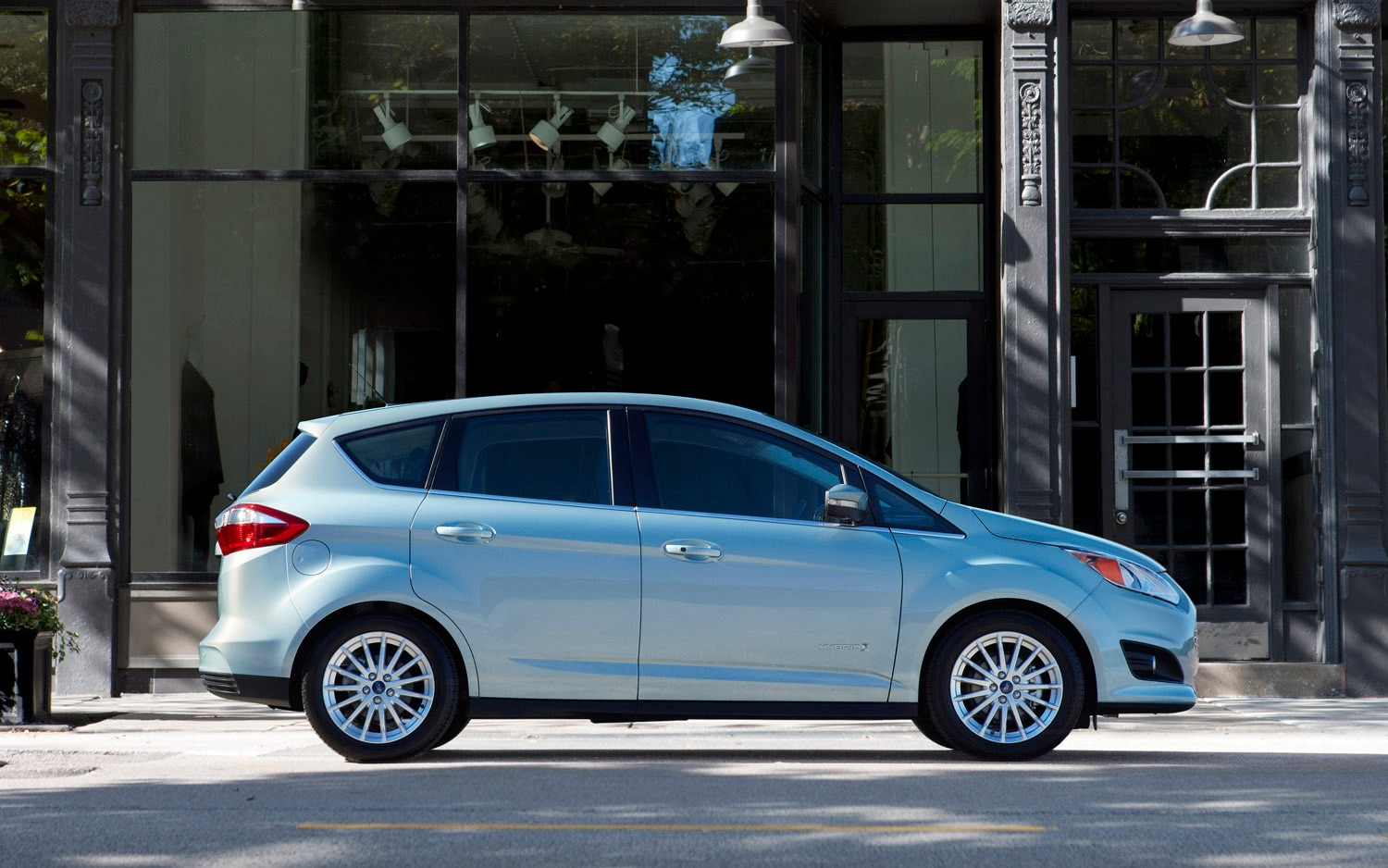 2013 Ford C Max Hybrid Right Side View1
