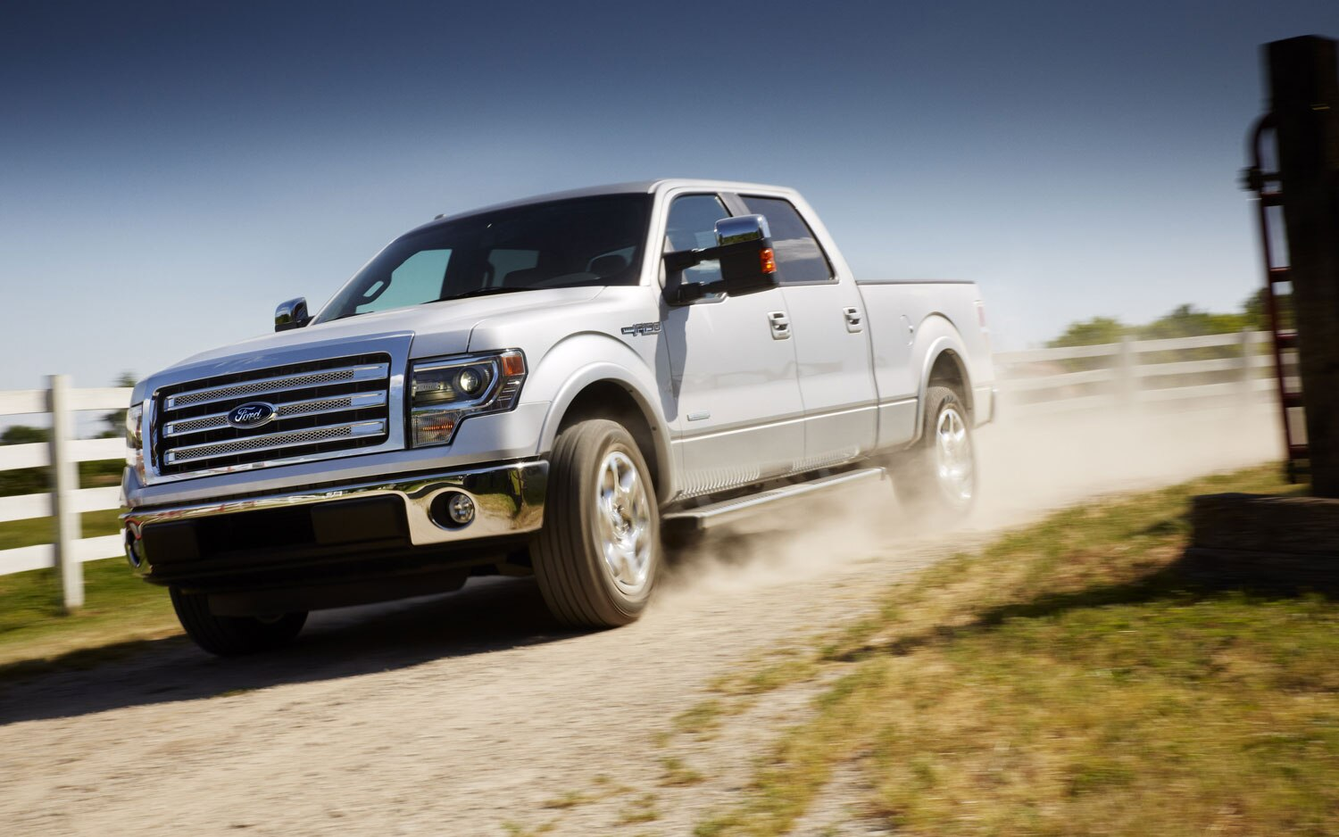 2013 Ford F150 Lariat Front Left View1