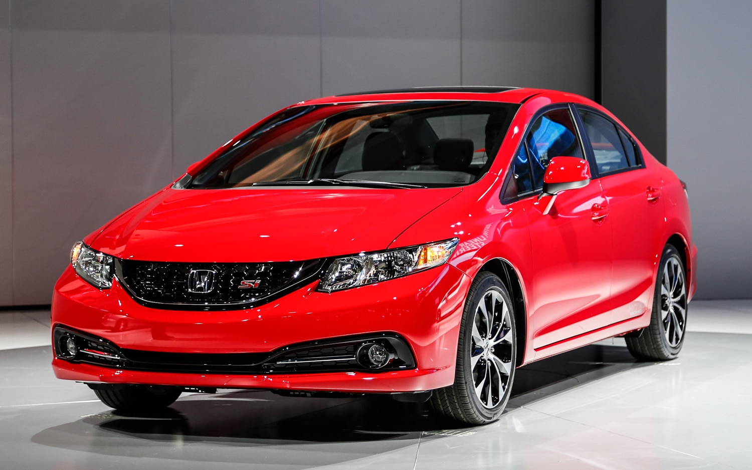 2013 Honda Civic Si Sedan Front Left View1