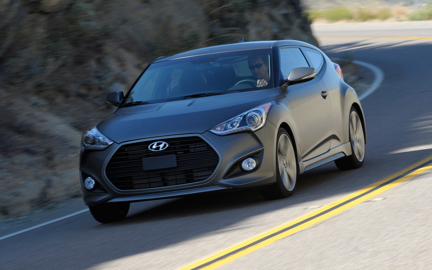2013 Hyundai Veloster Turbo Front Three Quarter Motion1