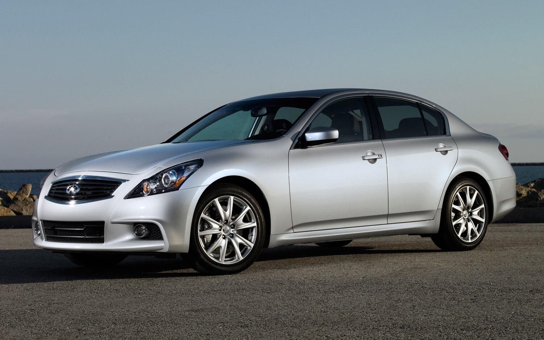 2013 Infiniti G Sedan Front Three Quarter 21