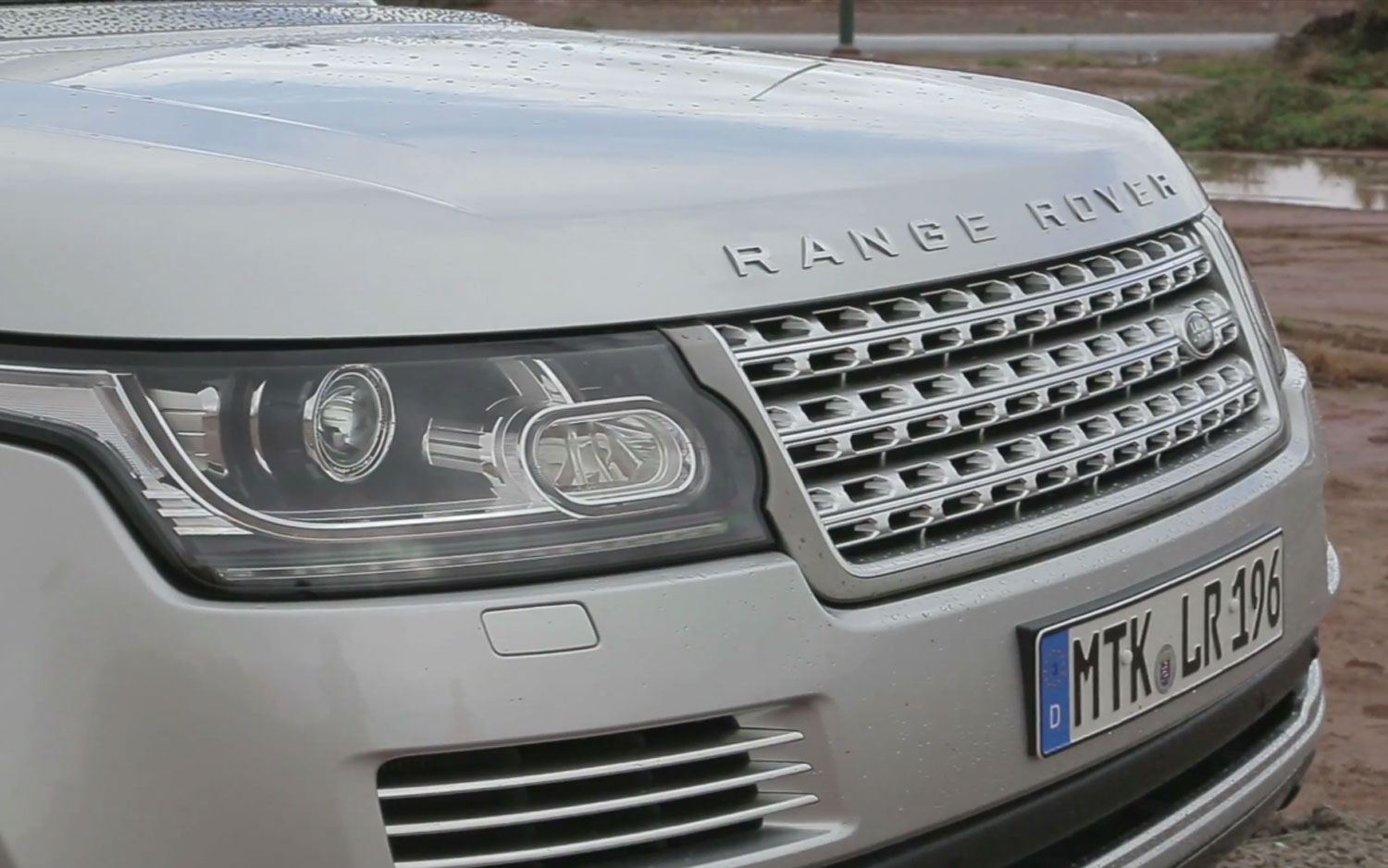 2013 Land Rover Range Rover Front View Closeup1