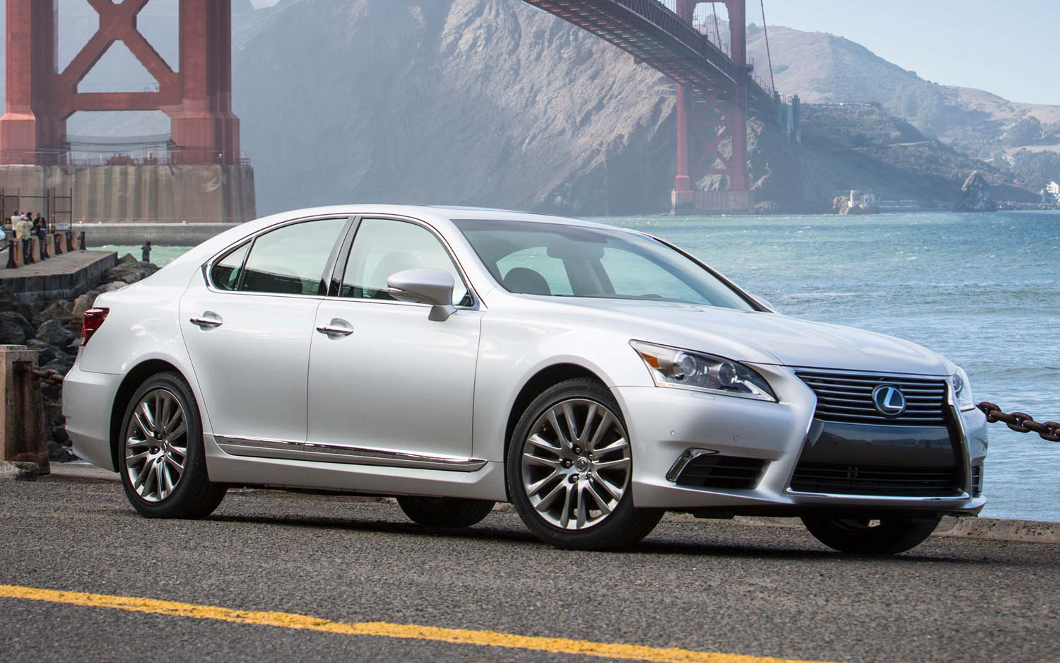 2013 Lexus LS 460 Front Three Quarter1