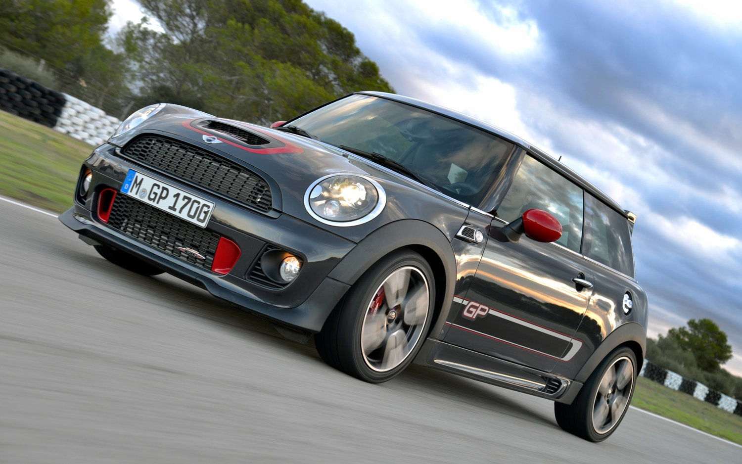 2013 Mini John Cooper Works GP Front Left Side View1