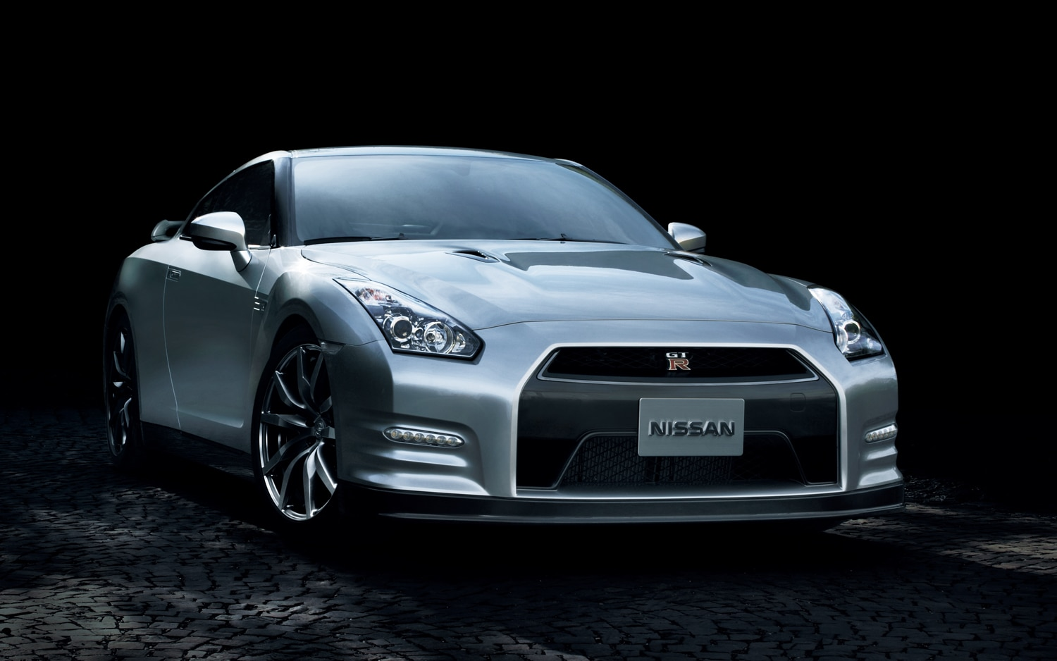 2013 Nissan GT R Japanese Spec Right Front 11