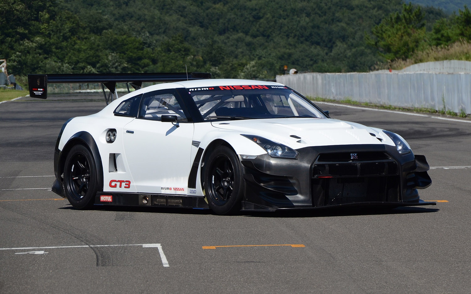 2013 Nissan GT R Nismo GT3 Front Three Quarter1