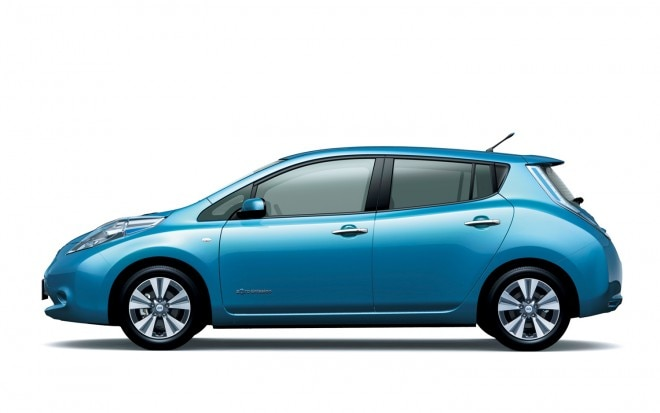 2013 Nissan Leaf Blue Left Side View1 660x413