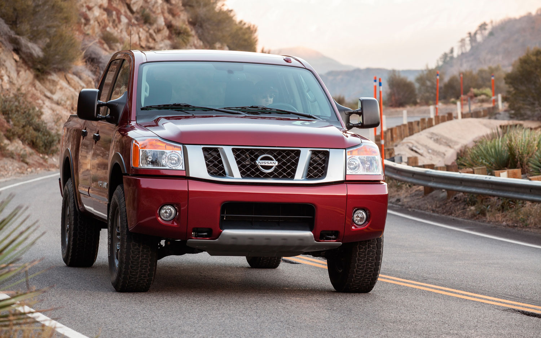2013 Nissan Titan Front Left View1