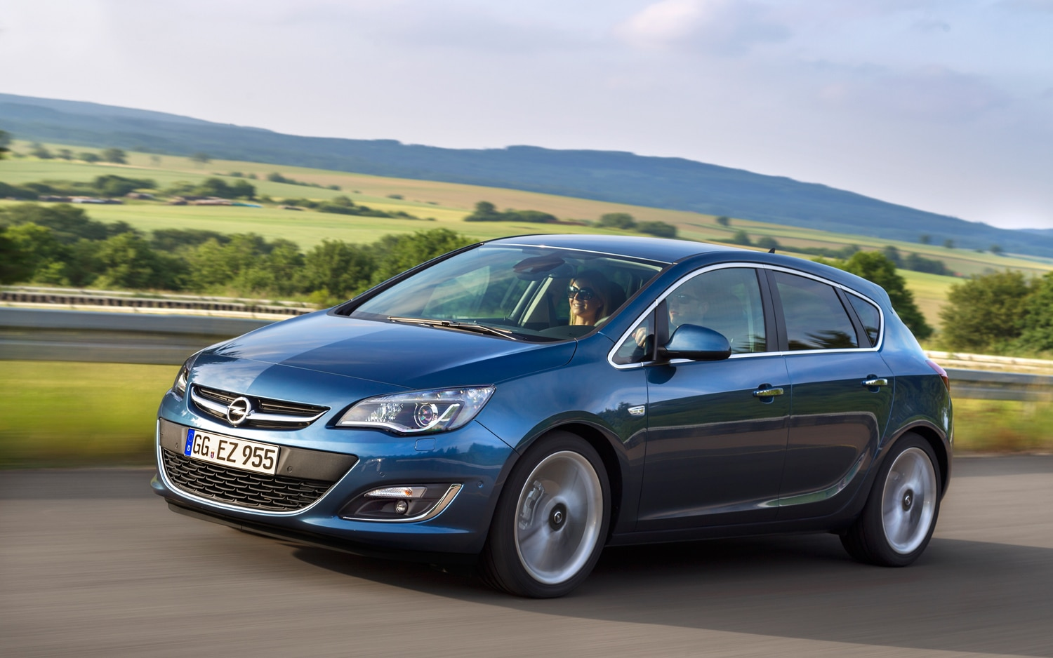 2013 Opel Astra Front Three Quarter1