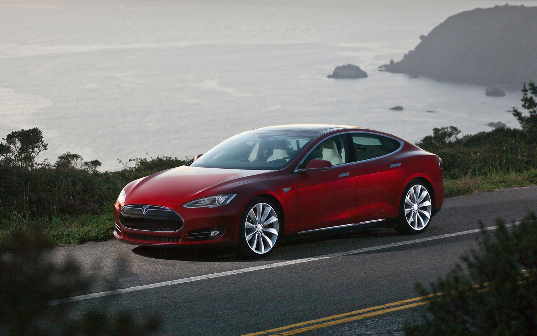 2013 Tesla Model S Front Three Quarter1