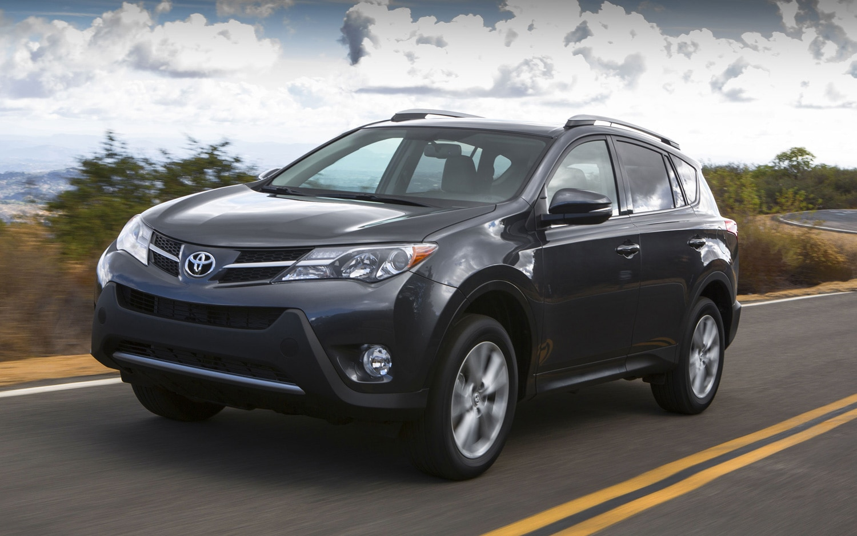 2013 Toyota RAV4 Front Three Quarter1
