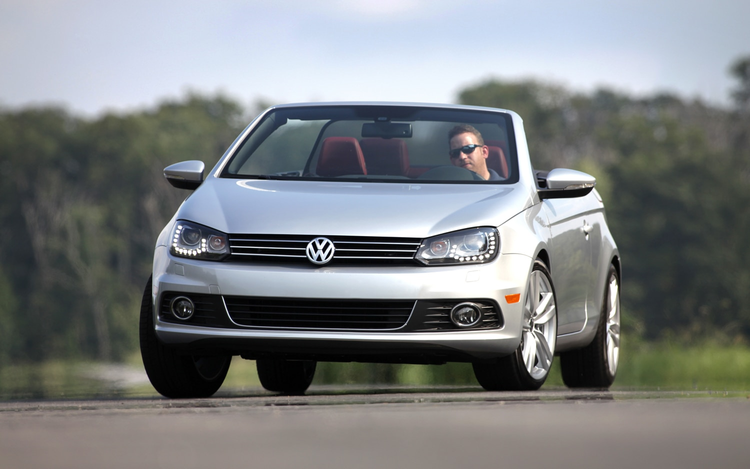 2013 VW Eos Front View Action1