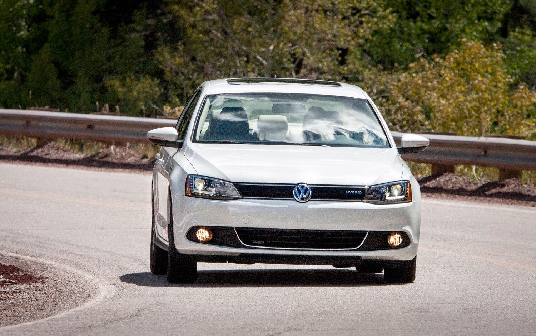 2013 Volkswagen Jetta Hybrid Front View1