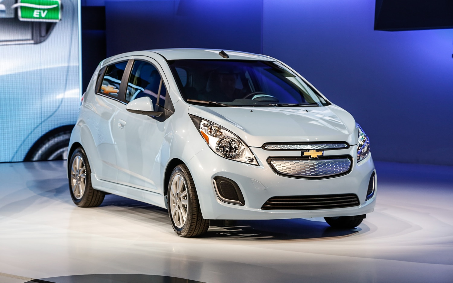 2014 Chevrolet Spark EV Front Right View1