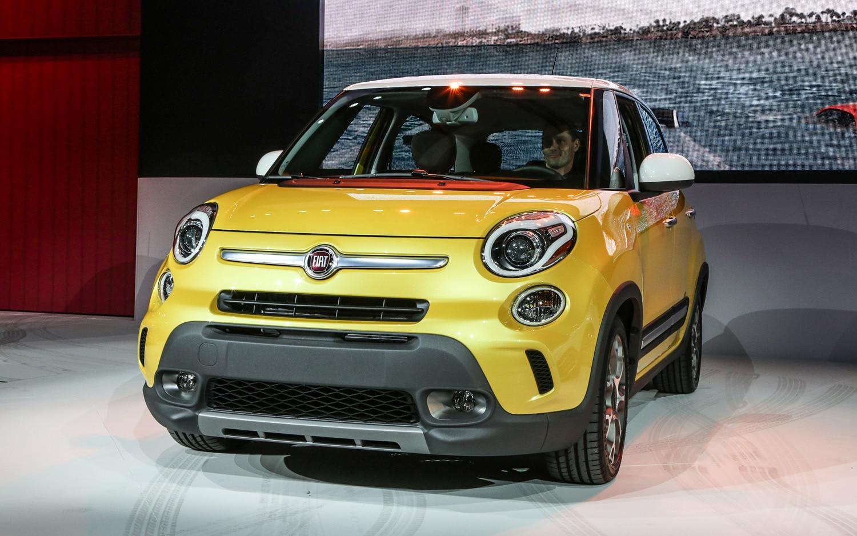 2014 Fiat 500L Trekking Front 21