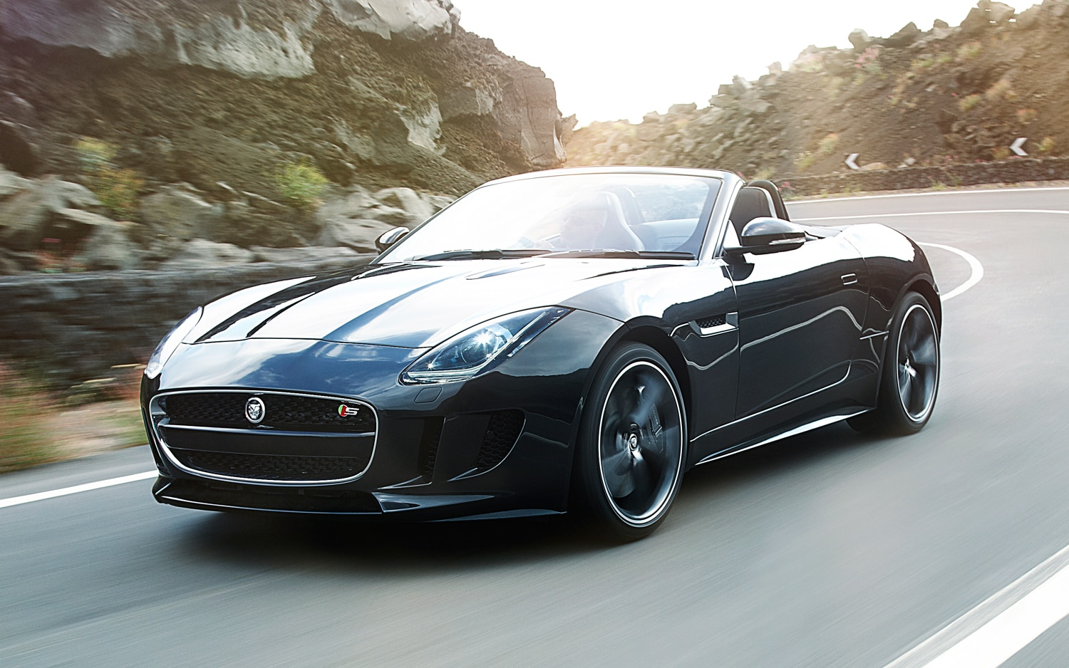 2014 Jaguar F Type Front View In Motion1