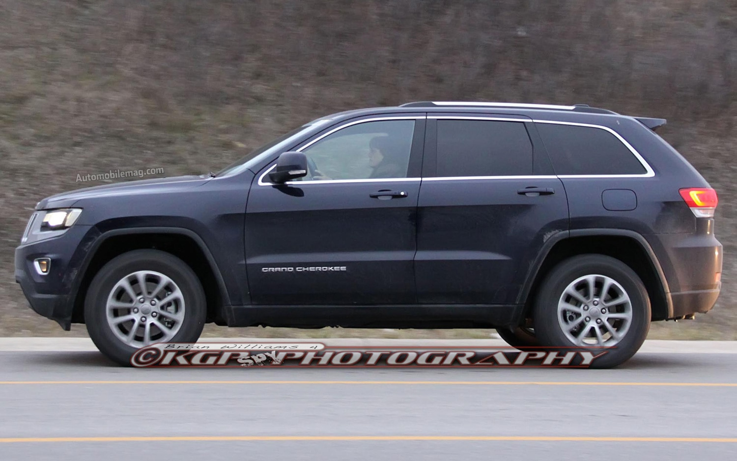 spied 2014 jeep grand cherokee caught completely exposed. Black Bedroom Furniture Sets. Home Design Ideas