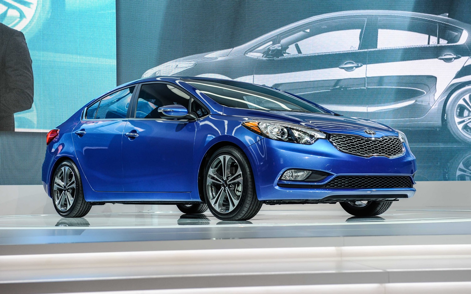 2014 Kia Forte Sedan Front Three Quarters1