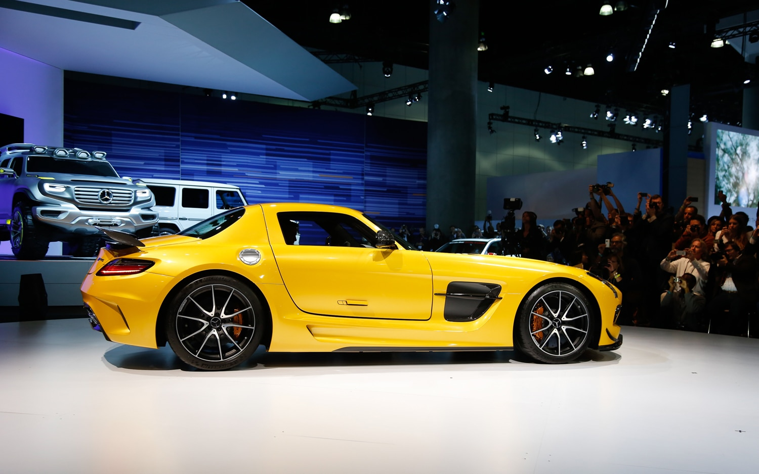 first look 2014 mercedes benz sls amg black series automobile magazine. Black Bedroom Furniture Sets. Home Design Ideas