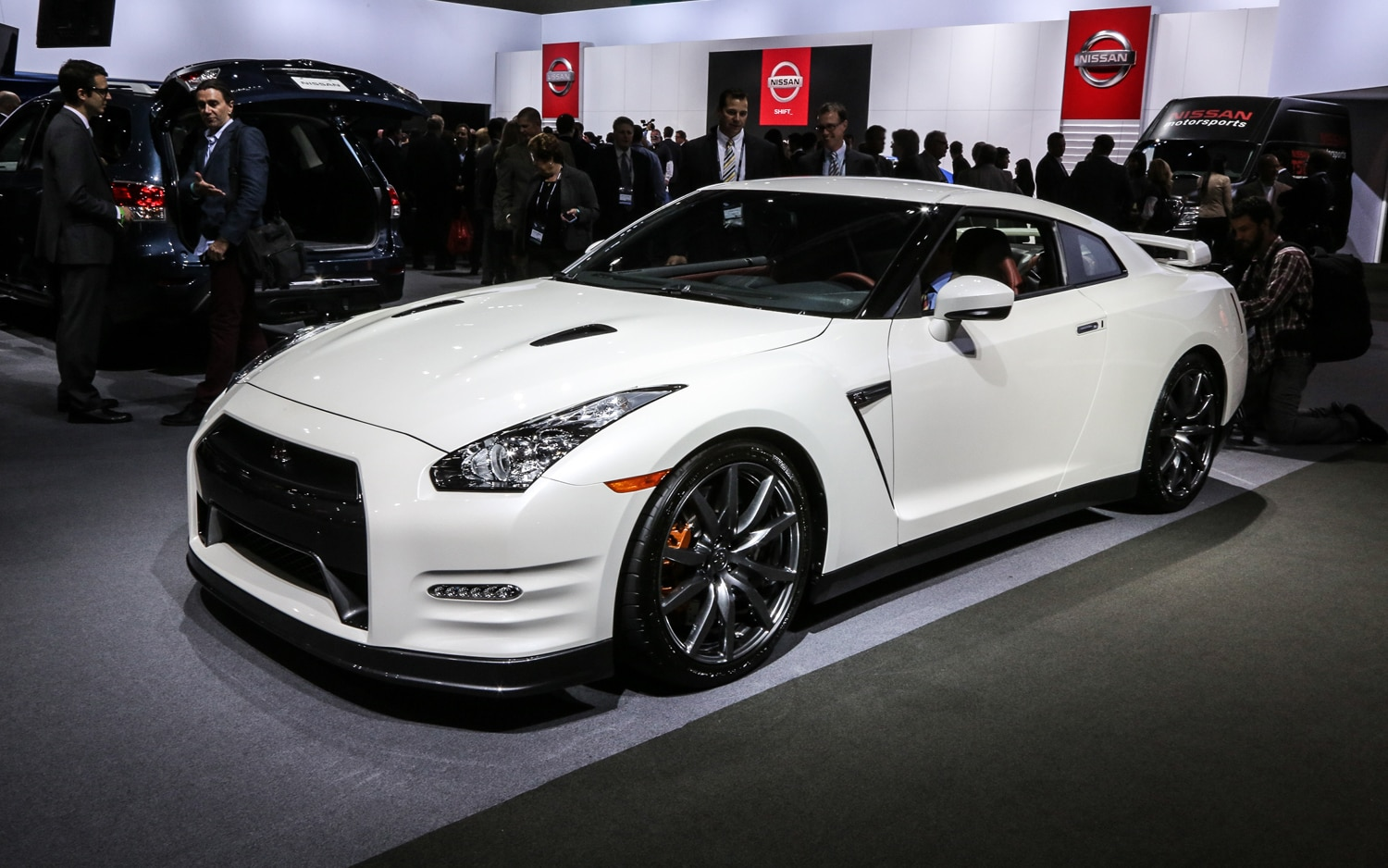 2014 Nissan GT R Front Three Quarter1