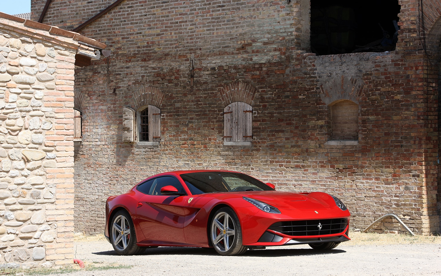 Ferrari F12 Berlinetta Front Three Quarters 31