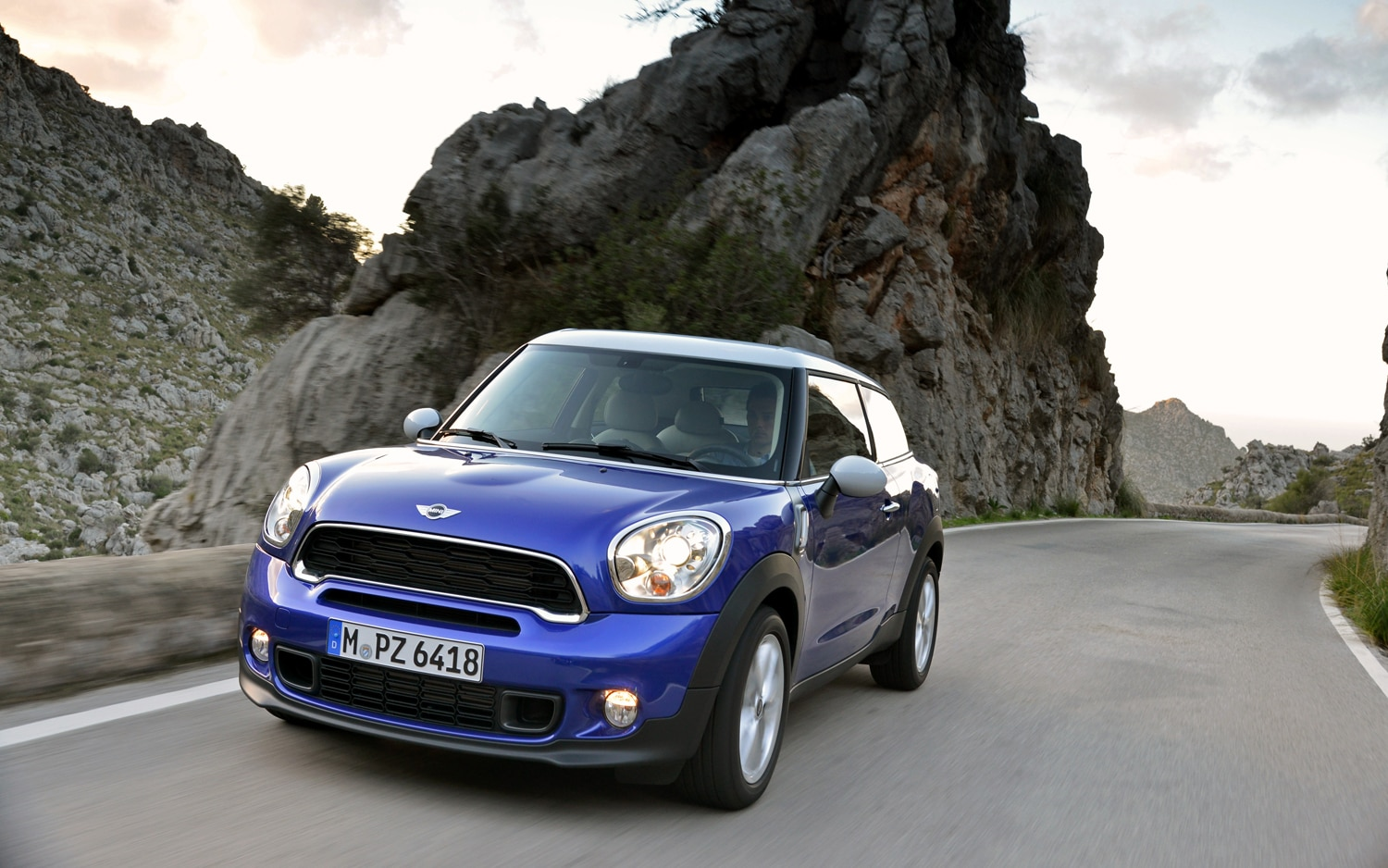 Mini Cooper S Paceman Front Left View 31