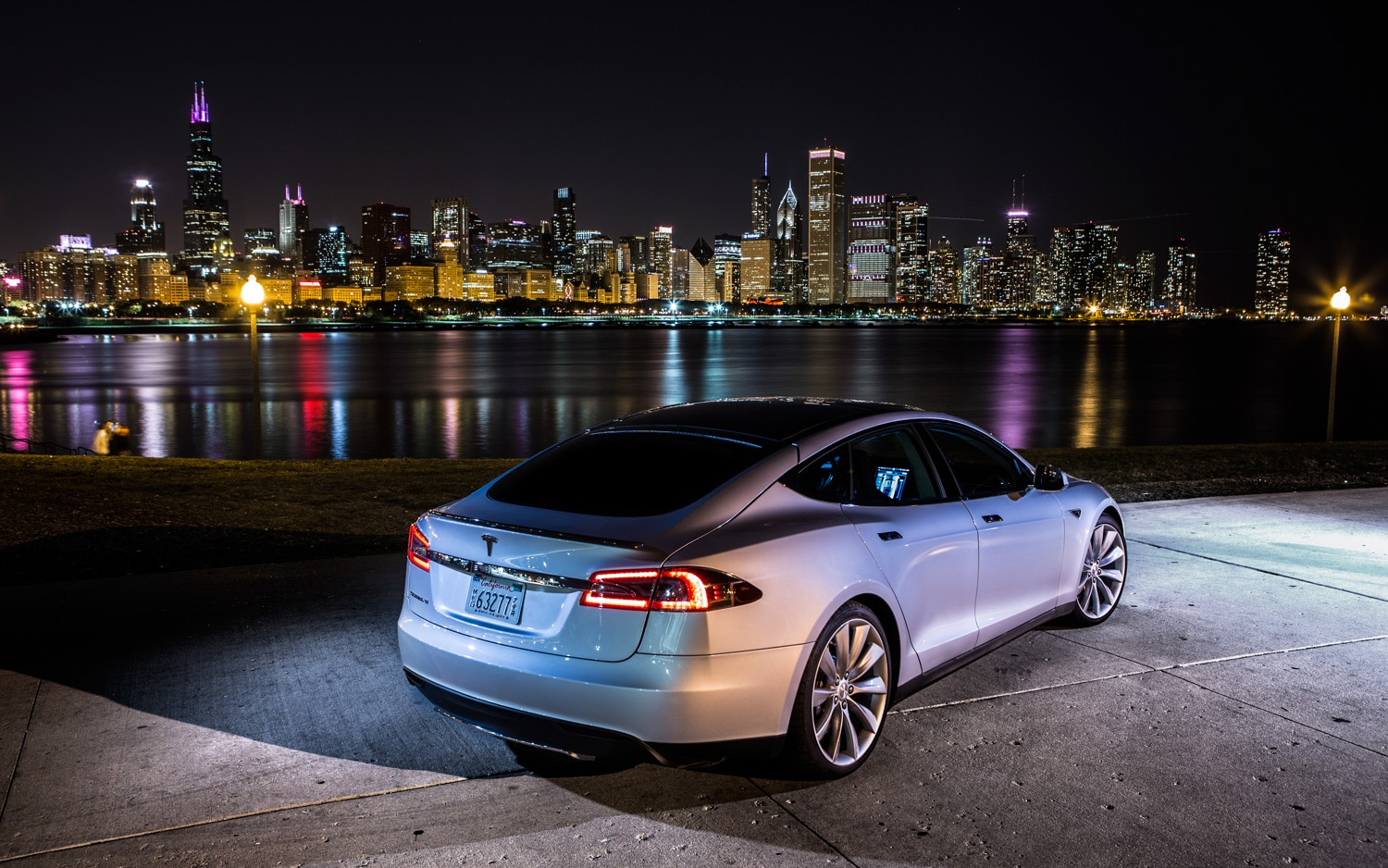 Tesla Model S Rear Right Side View1