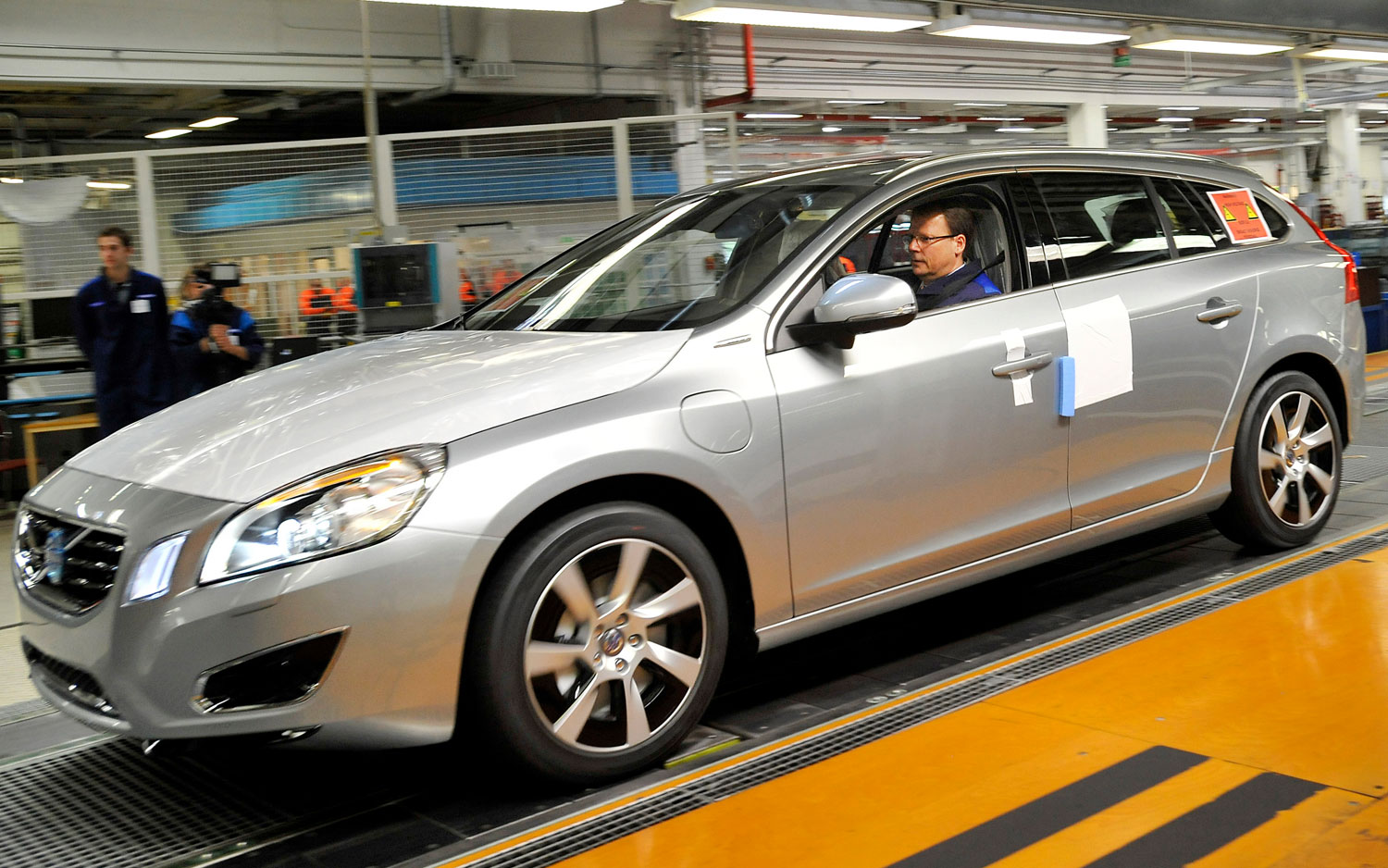 Volvo V60 Diesel Plug In Hybrid On Assembly Line1