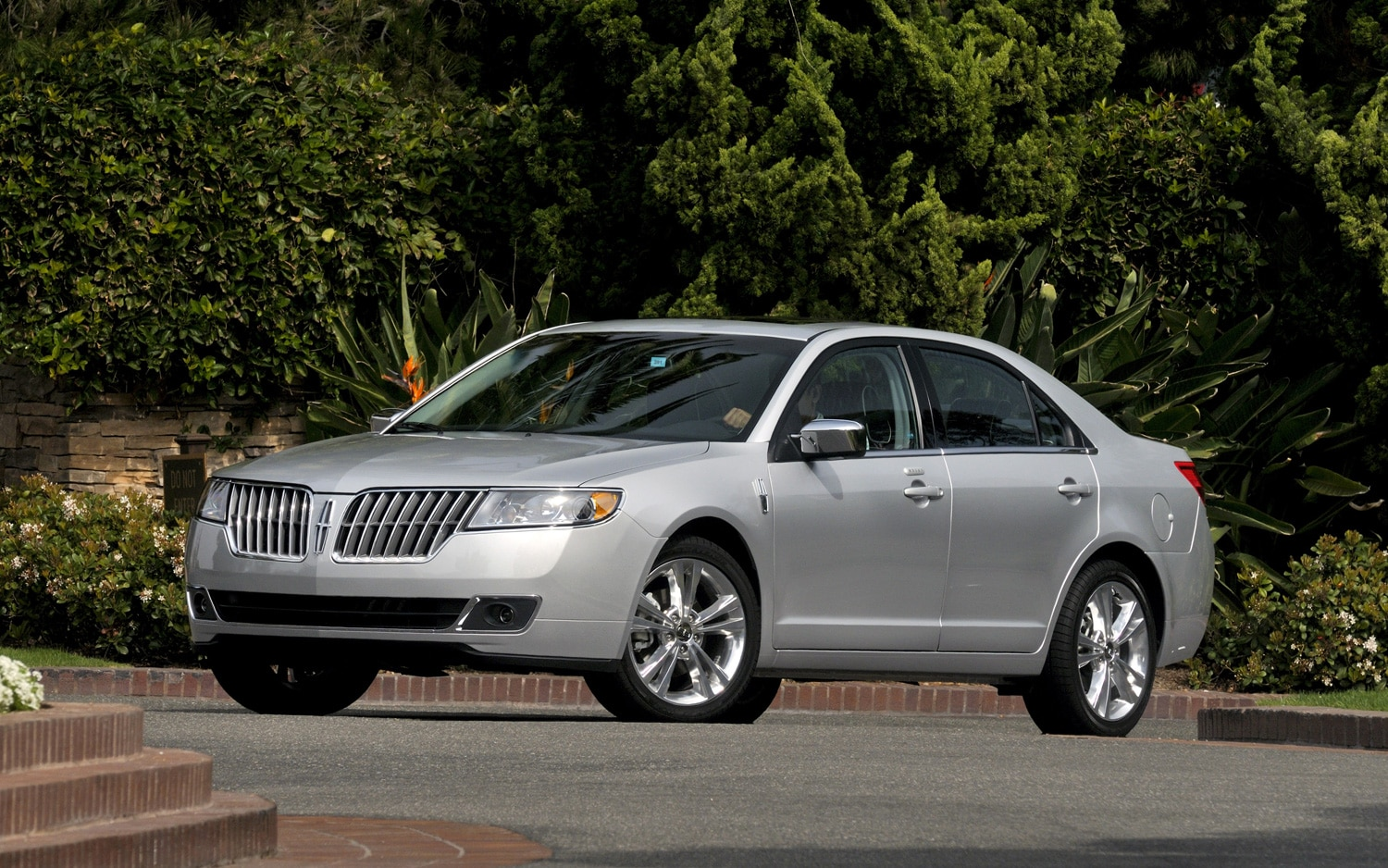 2010 Lincoln MKZ1