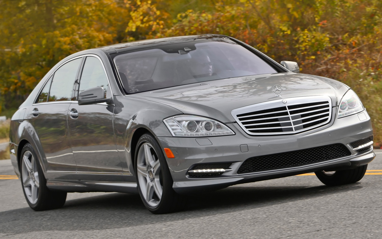 2011 Mercedes Benz S550 Front Three Quarter1