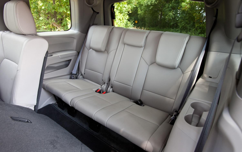 2012 honda pilot touring editors 39 notebook automobile for Honda pilot seating