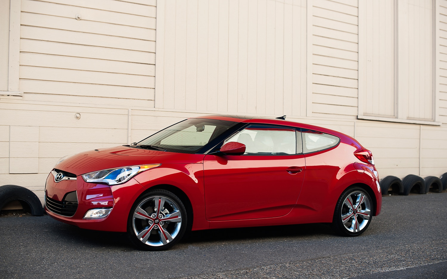2012 Hyundai Veloster Front Three Quarter1