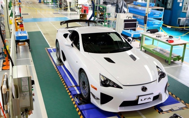 2012 Lexus LFA Last Car Off Assembly Line1 660x413
