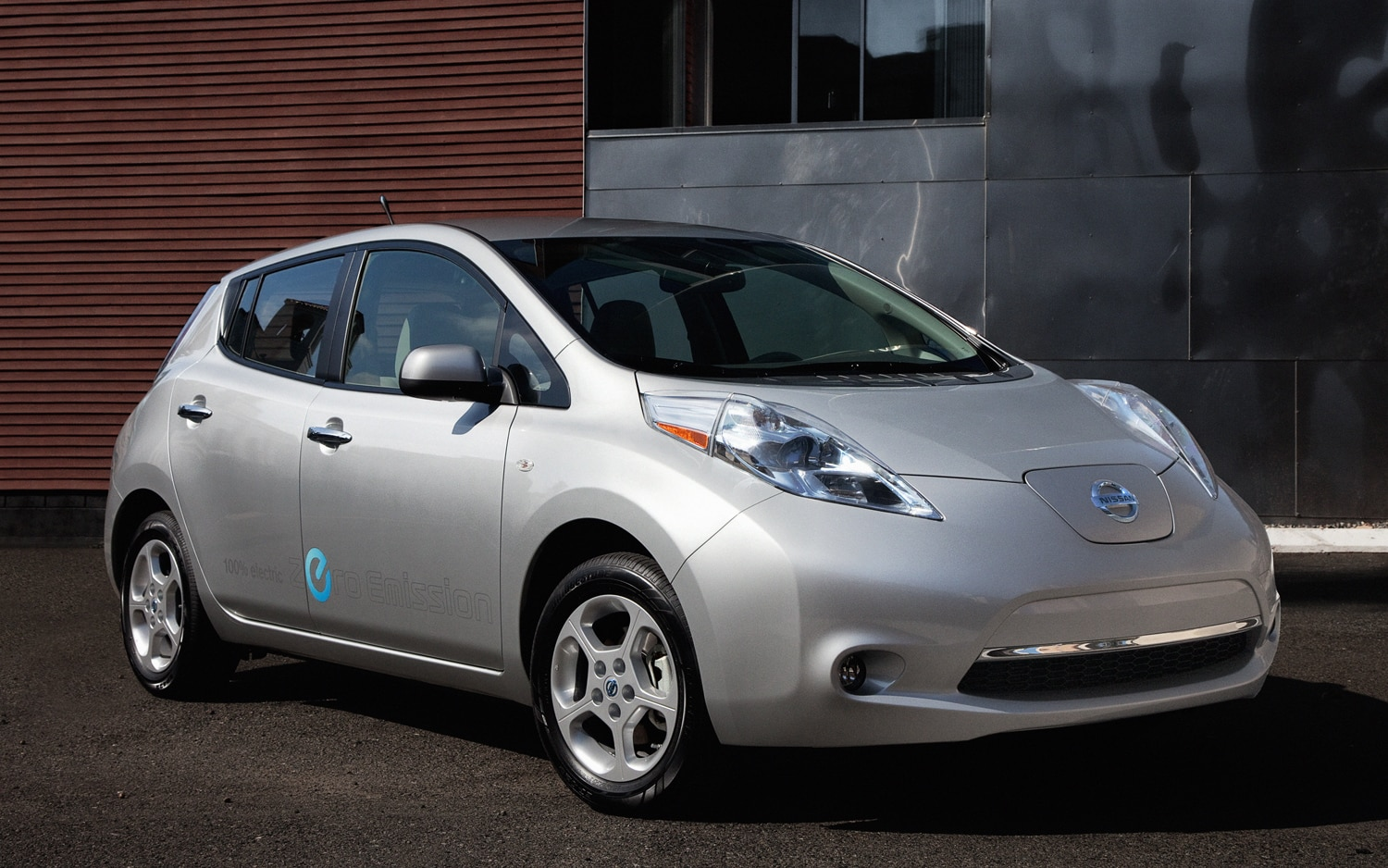2012 Nissan Leaf Front Three Quarter1