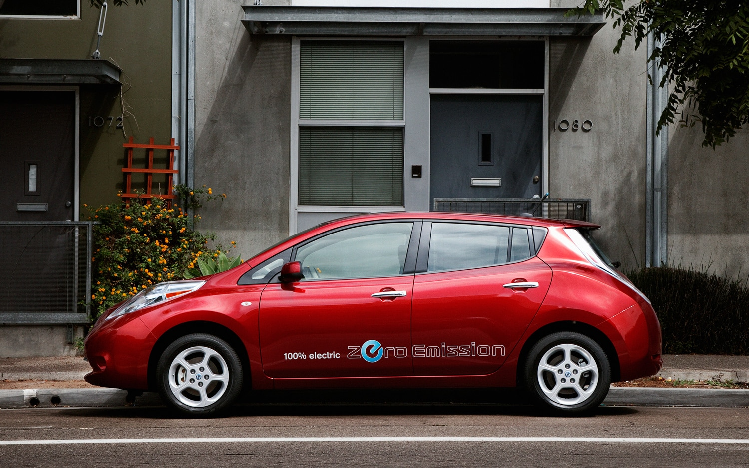2012 Nissan Leaf Profile Red1