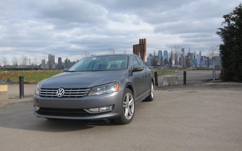 2012 Volkswagen Passat SE TDI Front Left View 41