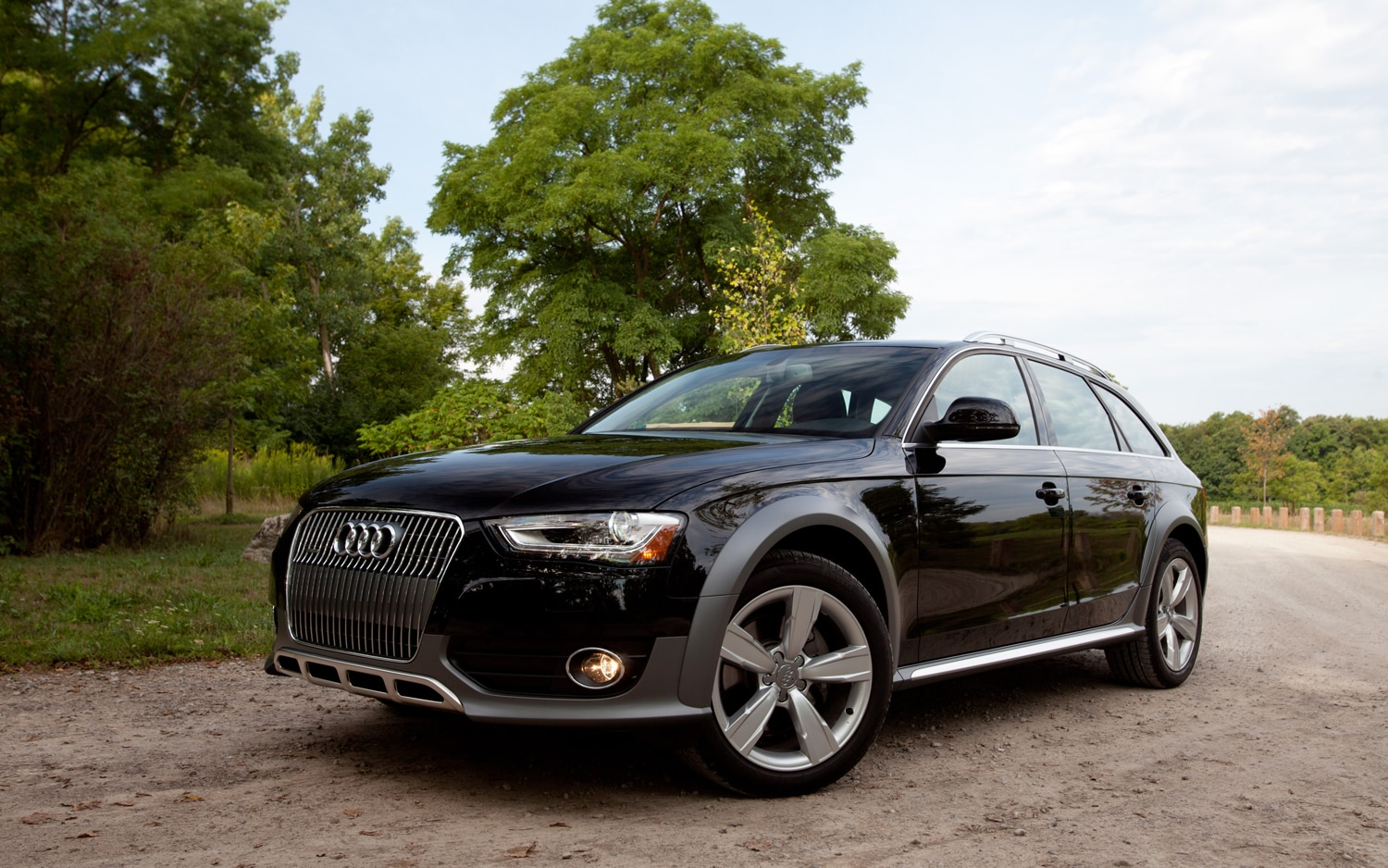2013 Audi Allroad Front Left Side View1