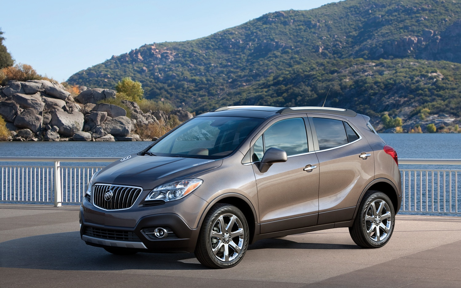 2013 Buick Encore Front Three Quarters2
