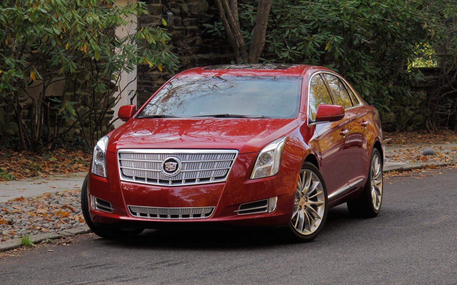 2013 Cadillac XTS Front Left View1