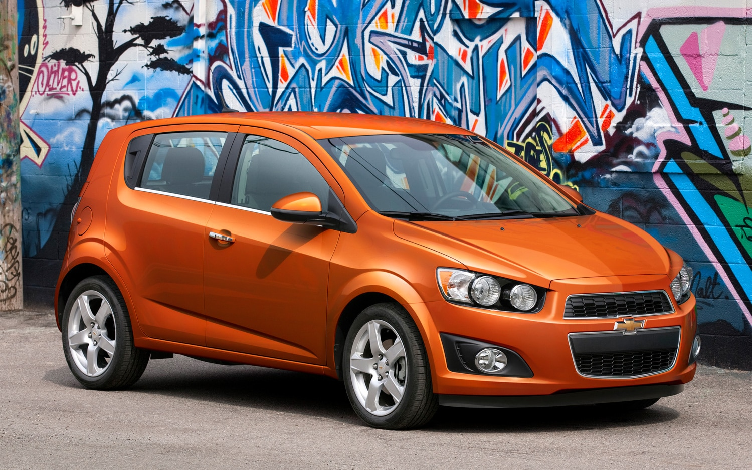 2013 Chevrolet Sonic LTZ Hatchback Front Three Quarter1