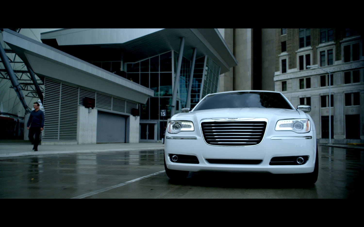 2013 Chrysler 300 Motown Edition Front View1