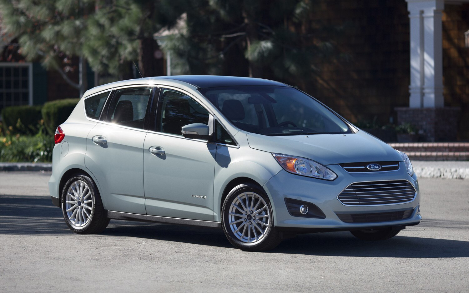 2013 Ford C Max Hybrid Front Three Quarter1