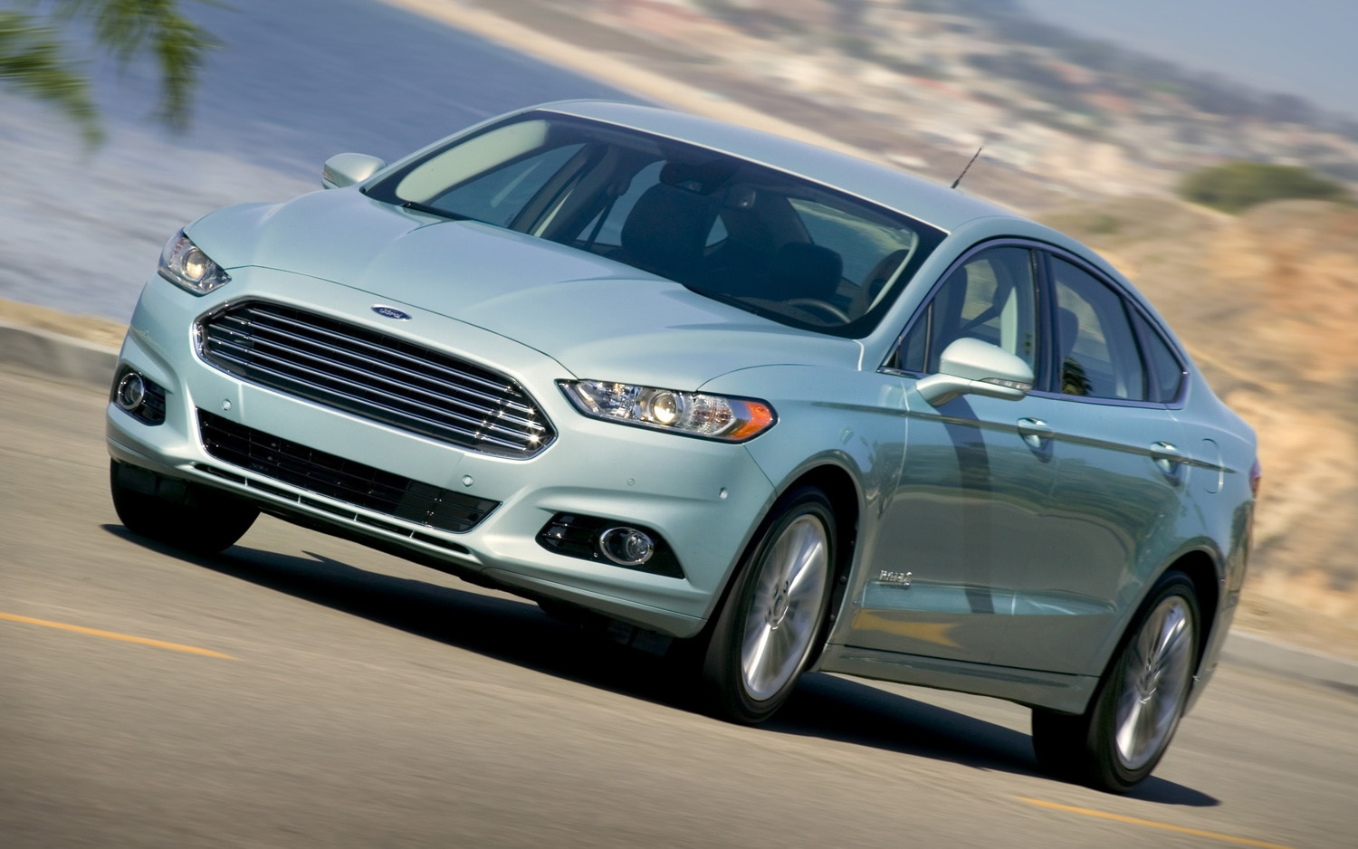 2013 Ford Fusion Hybrid Front Three Quarter111