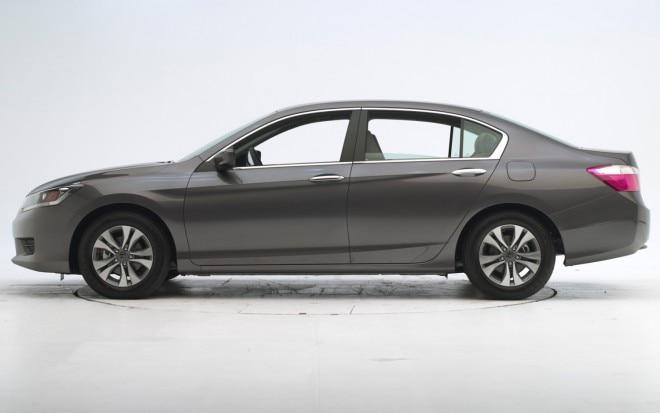 2013 Honda Accord Sedan IIHS Before Test1 660x413
