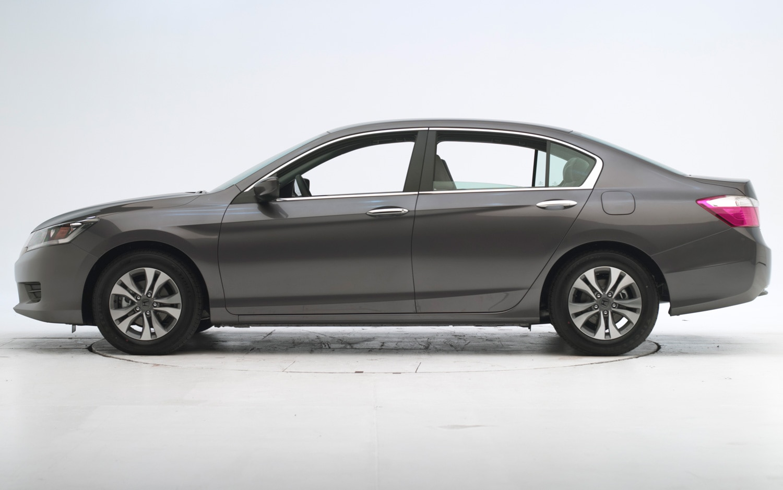 2013 Honda Accord Sedan IIHS Before Test1