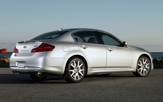 2013 Infiniti G37 Sedan Rear Three Quarter11 660x413